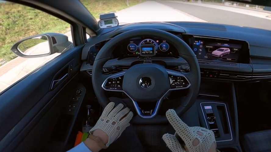 Videó: Belső nézetből tekinthetjük meg, mire képes a Volkswagen Golf GTE