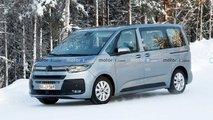 VW T7 Multivan (2021) zeigt sich kaum noch getarnt im Schnee