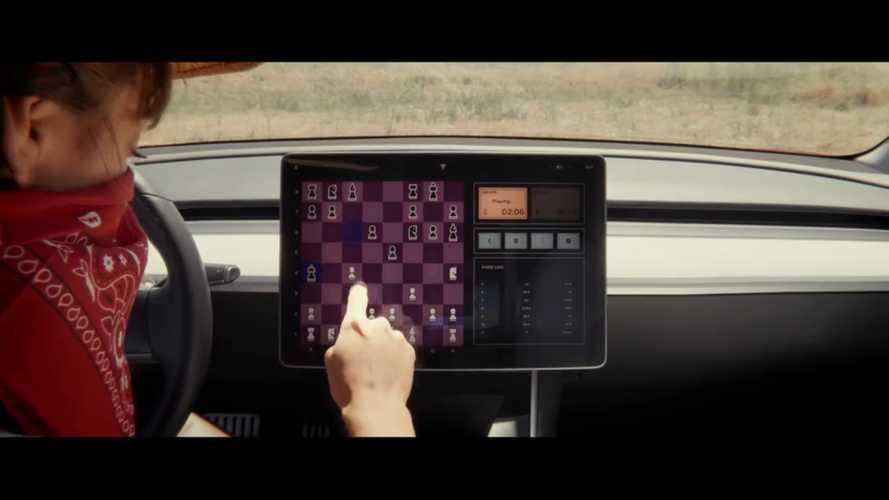 Tesla ajoute un jeu d'échecs à son logiciel et s'en amuse en vidéo