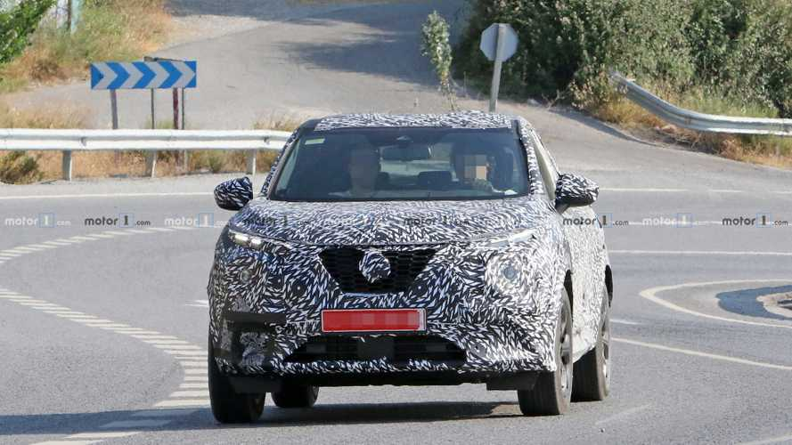 Nouveau Nissan Juke spy photos