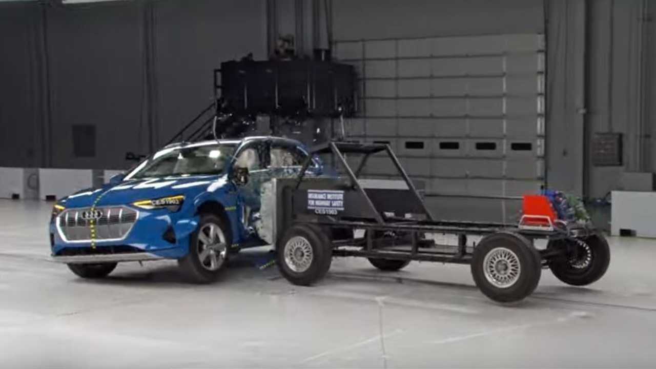 Audi e-tron crash test IIHS