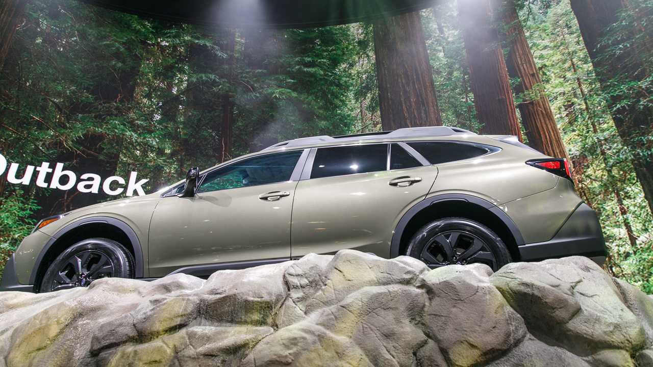 New York Auto Show 2020.2020 Subaru Outback At The New York Auto Show Motor1 Com