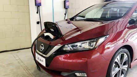 Comprador do Nissan Leaf ganhará ponto de recarga residencial