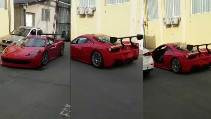 Egy meggondolatlan lépés, és máris repült az ajtó a Ferrariról