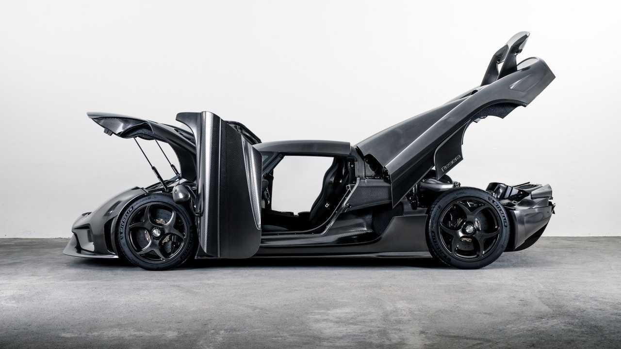 Koenigsegg Regera with bare carbon fiber body