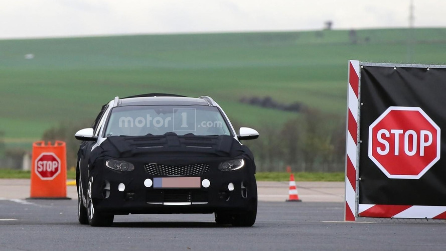Kia Optima Sportswagon spied for the first time