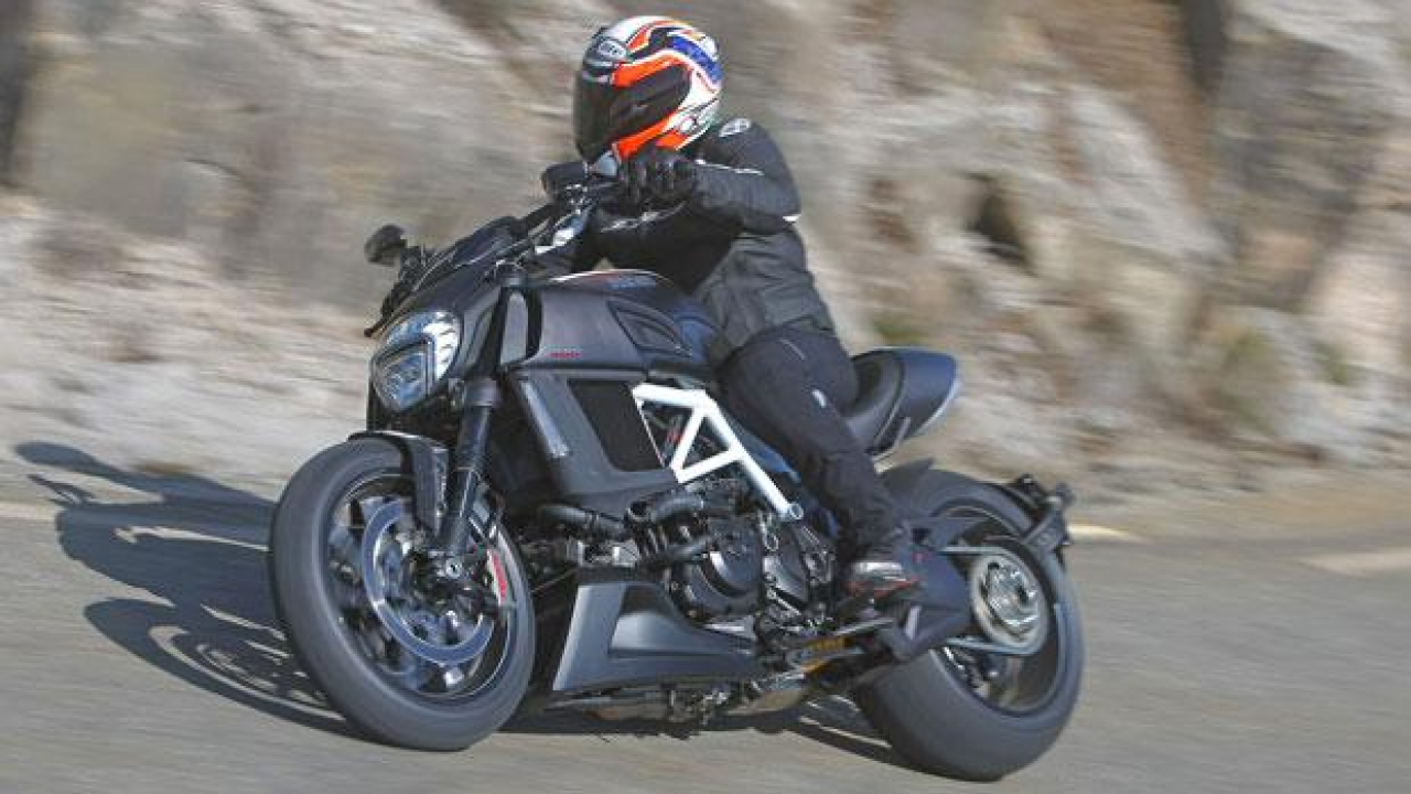 Ducati Diavel Carbon my 2015 - TEST