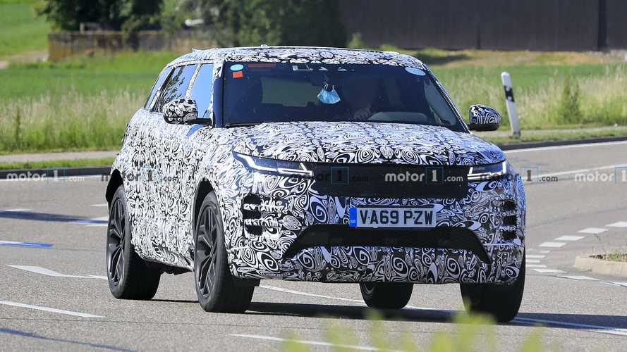 Seven-seat Range Rover Evoque spied flaunting its longer body