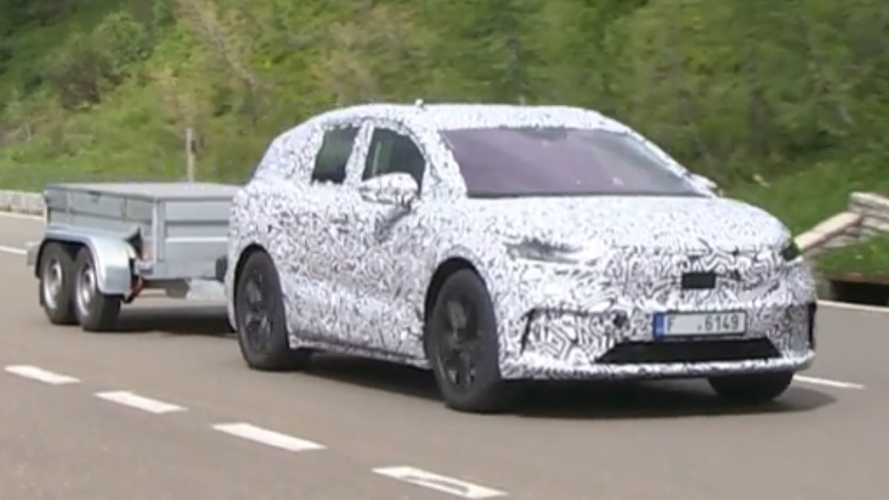 2021 Skoda Enyaq iV spied testing with a trailer
