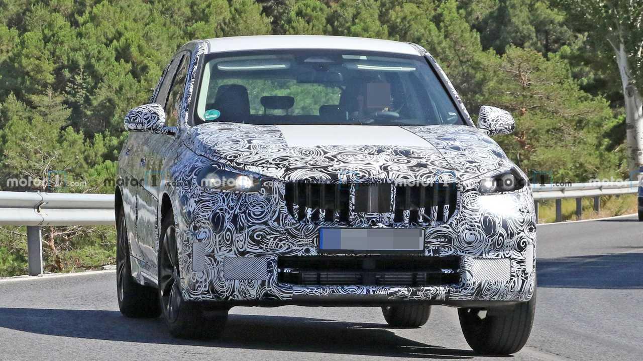 2022 BMW X1 yeni casus fotoğraflar