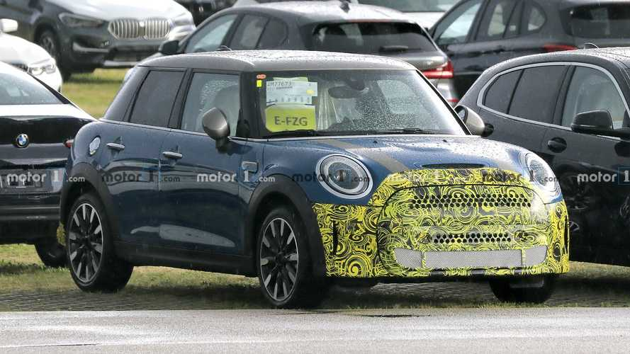 Mini Cooper SE five-door facelift spied for the first time