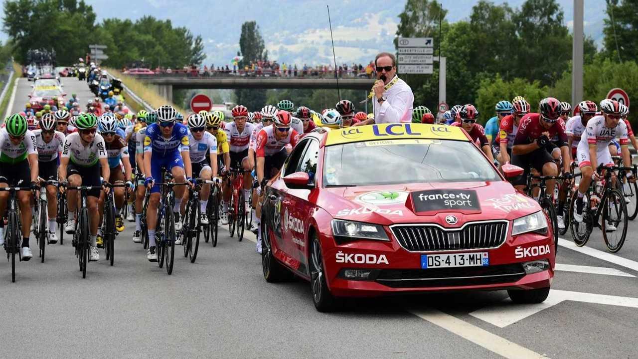 Skoda Superb iV è la Red Car del Tour
