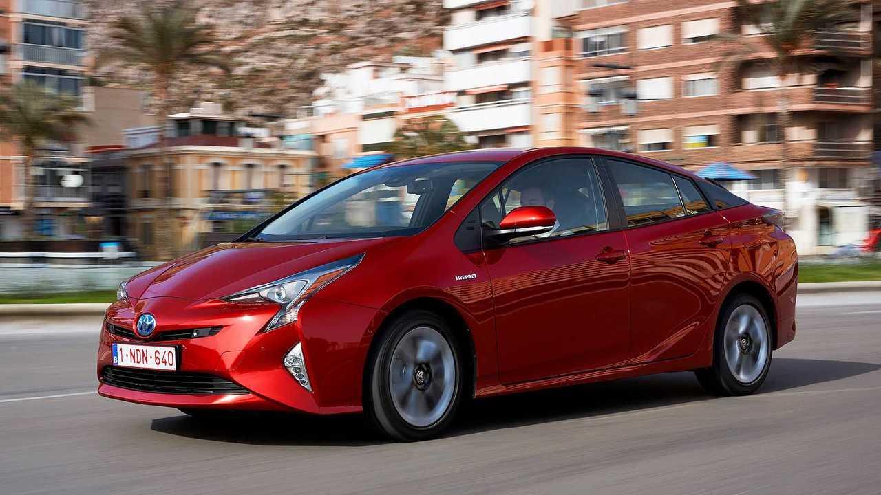 Toyota Prius (Generation IV): Die letzte Generation wurde Ende 2016 eingeführt und hatte neu geformte Scheinwerfer