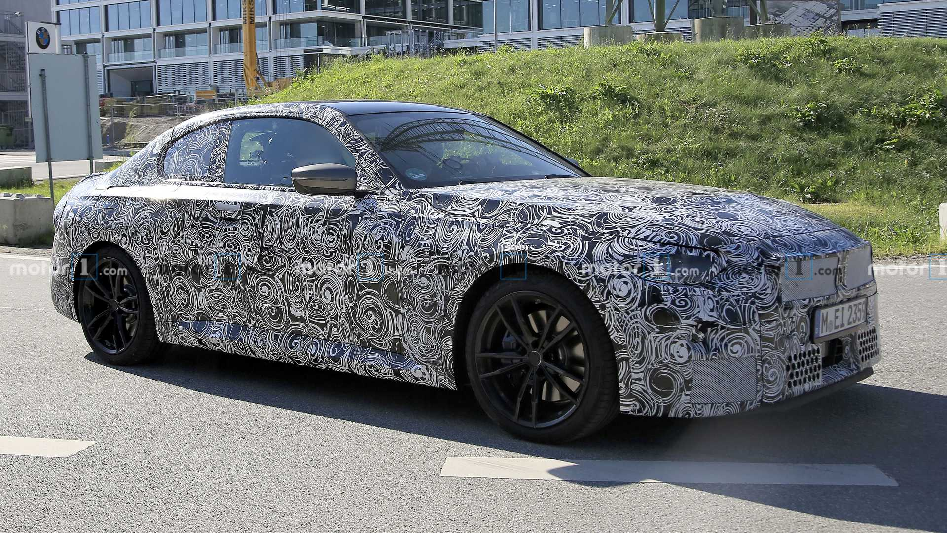 2022 - [BMW] Série 2 / M2 Coupé [G42] - Page 4 2022-bmw-2-series-coupe-spy-photo-front-quarter