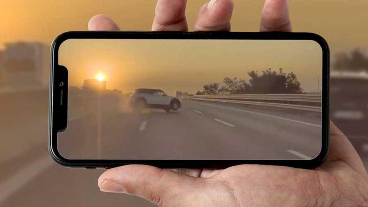 Incidente Audi Mini ripreso da una Tesla