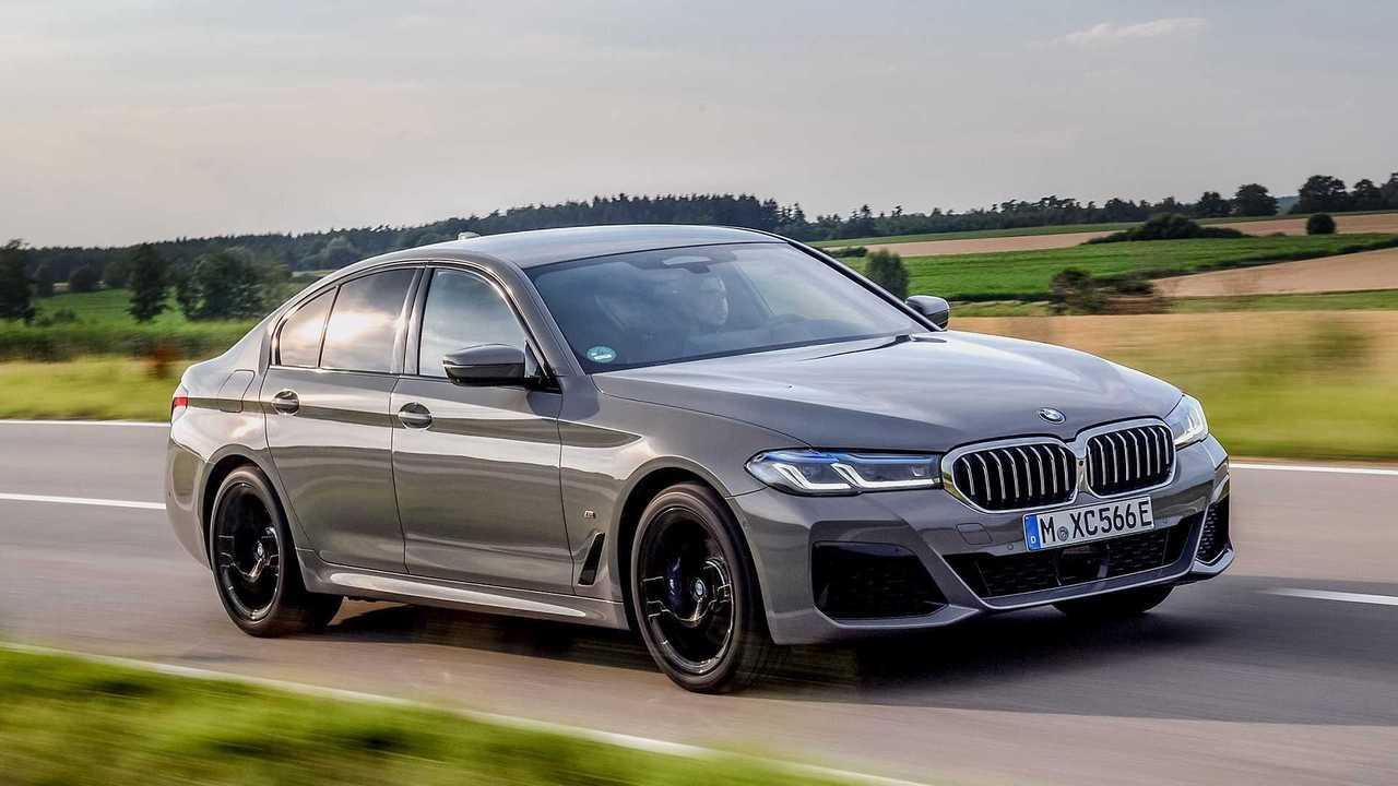 BMW 545e xDrive (2020): Ansicht von schräg vorne