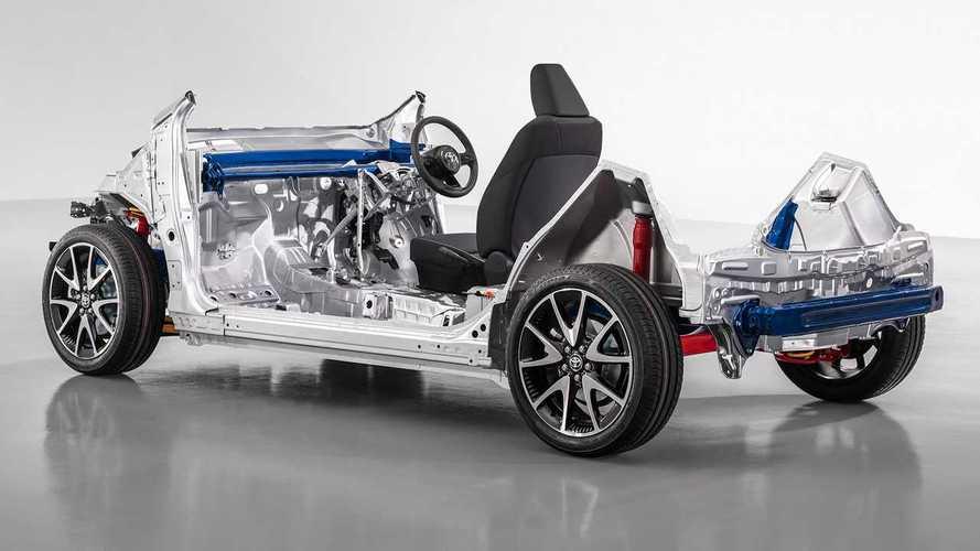 Toyota Yaris terá versão híbrida com plataforma derivada do Corolla
