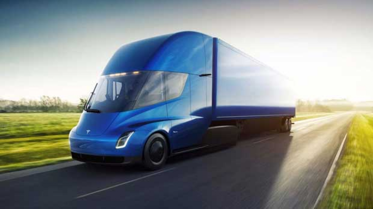 Tesla, ecco Semi il camion elettrico