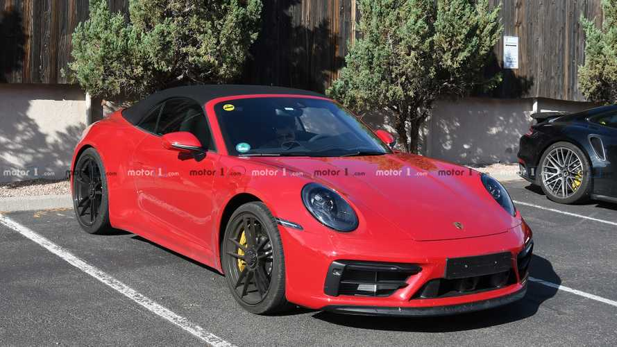 Yeni Porsche 911 GTS Cabrio kamuflajsız yakalandı