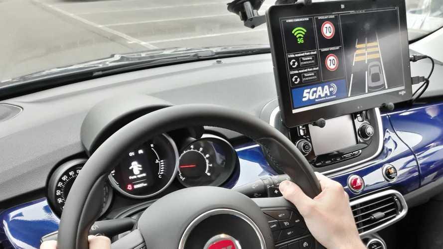 FCA zeigt Ideen für mehr Sicherheit durch Car-to-X-Kommunikation