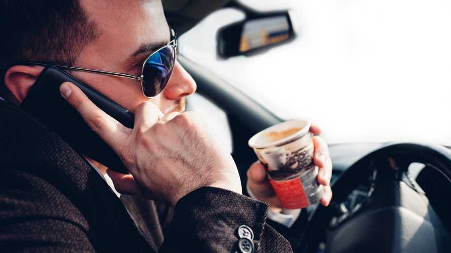 Six top tips to avoid distractions while driving