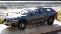 2017 Volvo V90 Cross Country