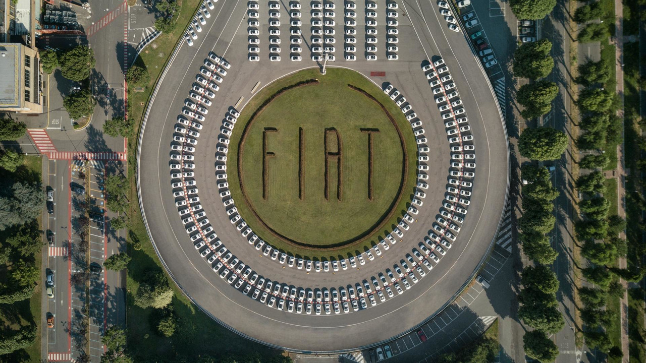 Fiat sets record with 1,495 500s given out