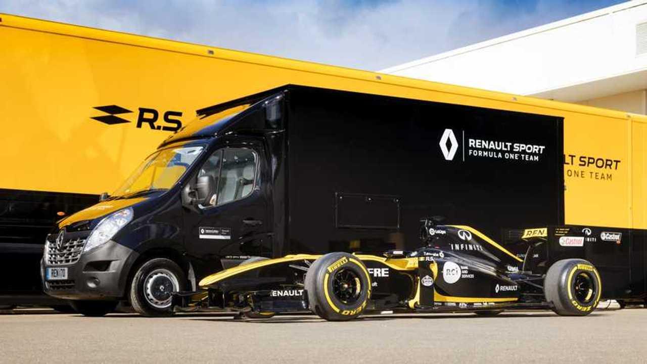 ¿Entra un Renault F1 dentro de una furgoneta?