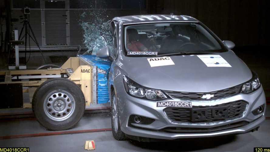 Chevrolet Cruze recebe quatro estrelas no Latin NCAP