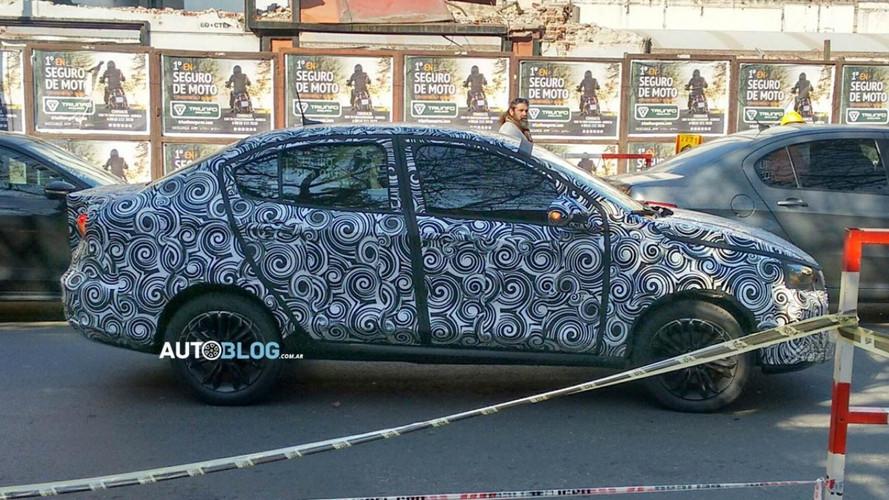"""Flagra - Fiat """"Argo Sedan"""" já mostra linhas da carroceria final"""