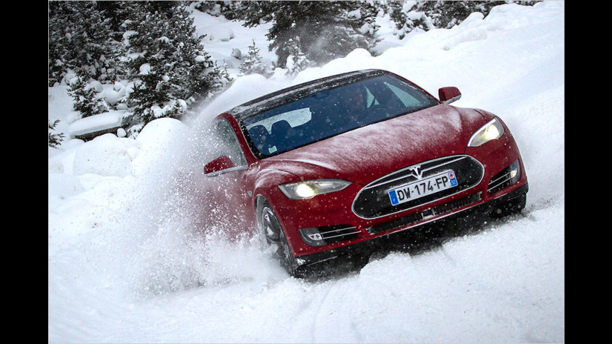 Angedriftet: Model S im Schnee