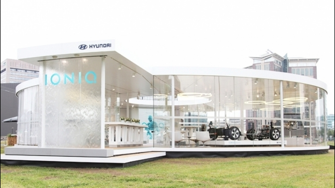 [Copertina] - Hyundai Ioniq, un temporary store a Milano