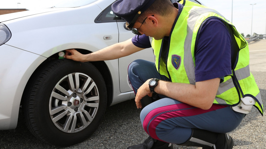 Vacanze sicure in auto, ricordatevi di sostituire i pneumatici invernali