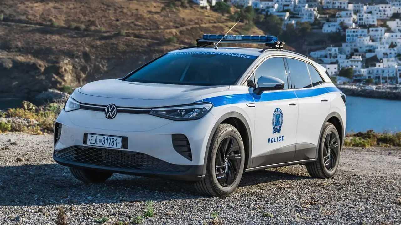 VW ID.4 in der Dreiviertelansicht als griechisches Polizeiauto