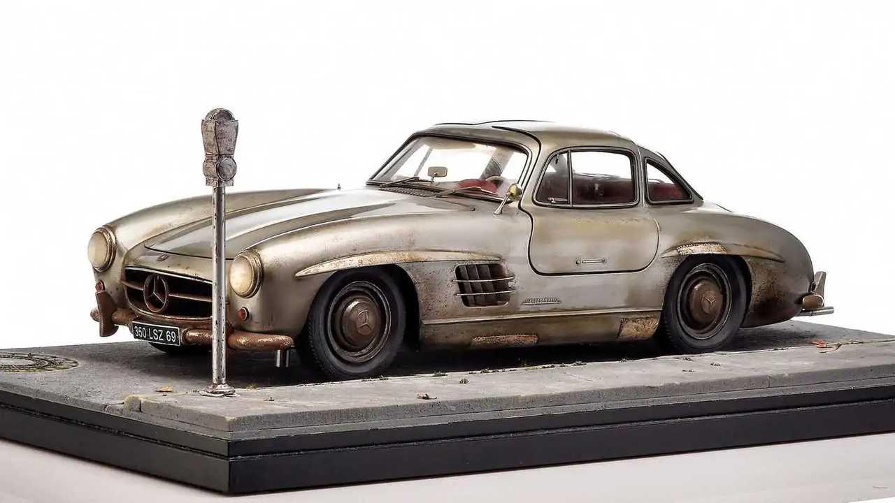 Mercedes-Benz 300 SL skala model yang bisa Anda koleksi.
