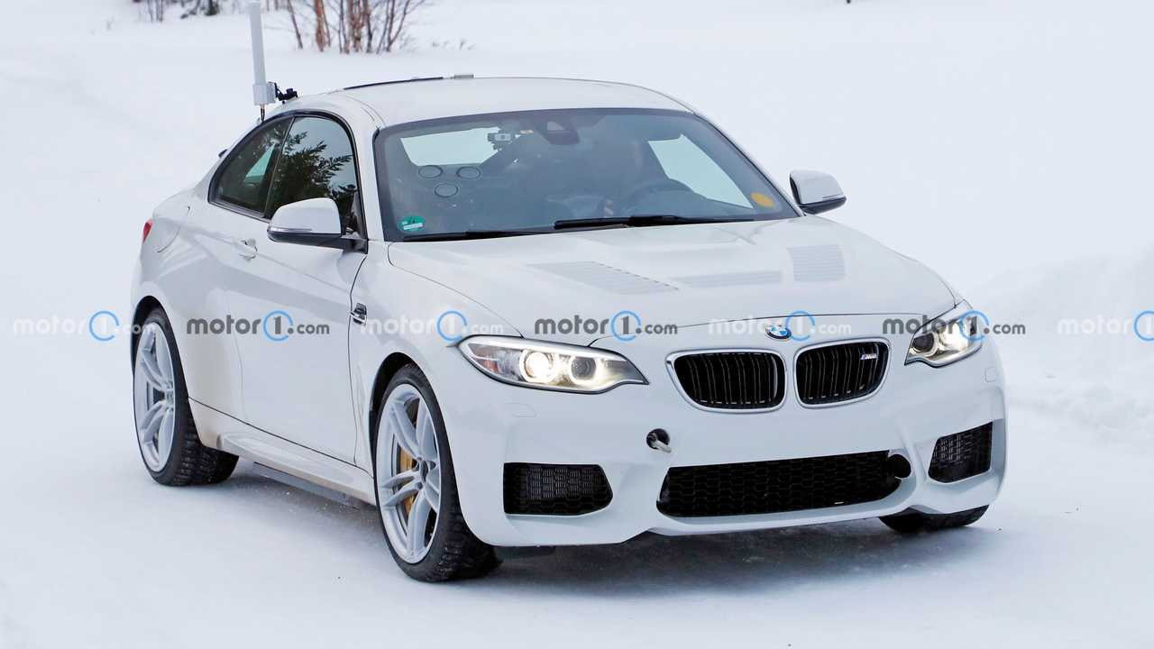 BMW M2 Elettrica, le foto spia