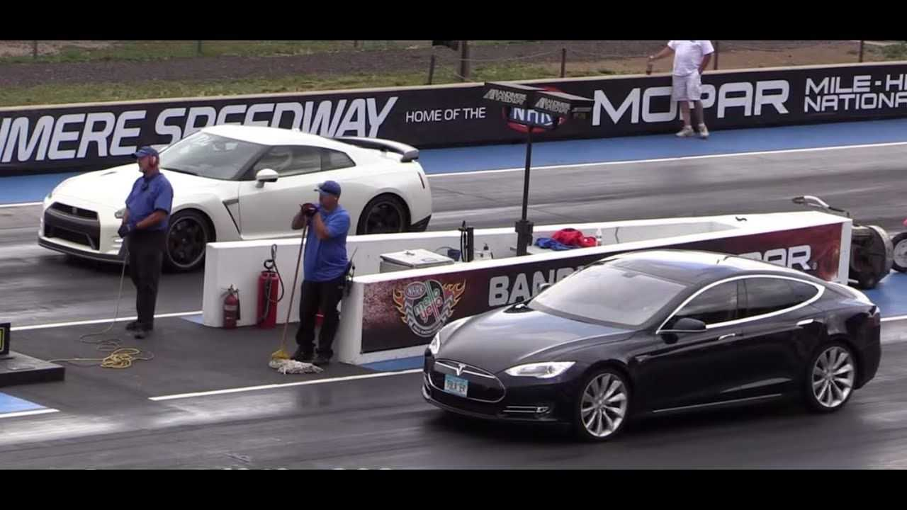 Nissan GT-R уступил Tesla Model S