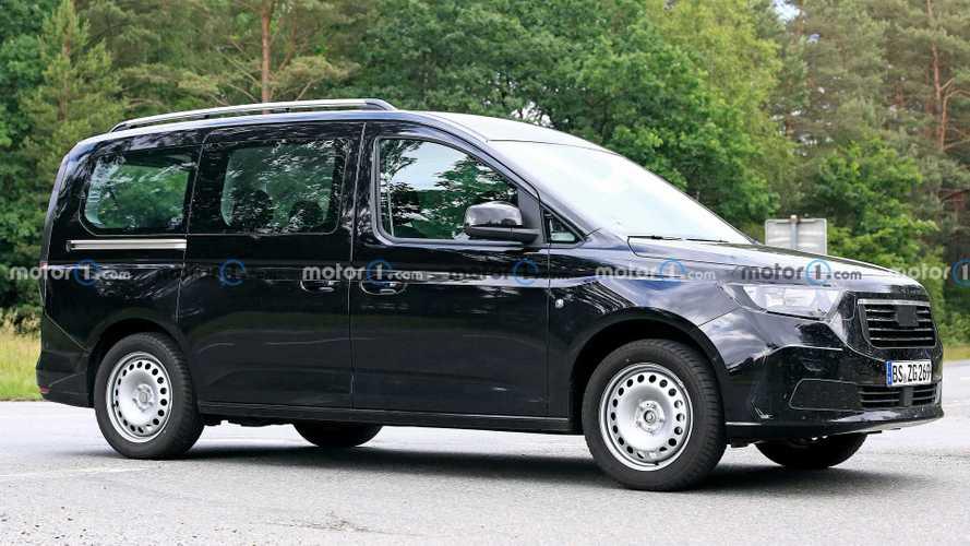 Новый Ford Tourneo Connect притворился «Фольксвагеном»