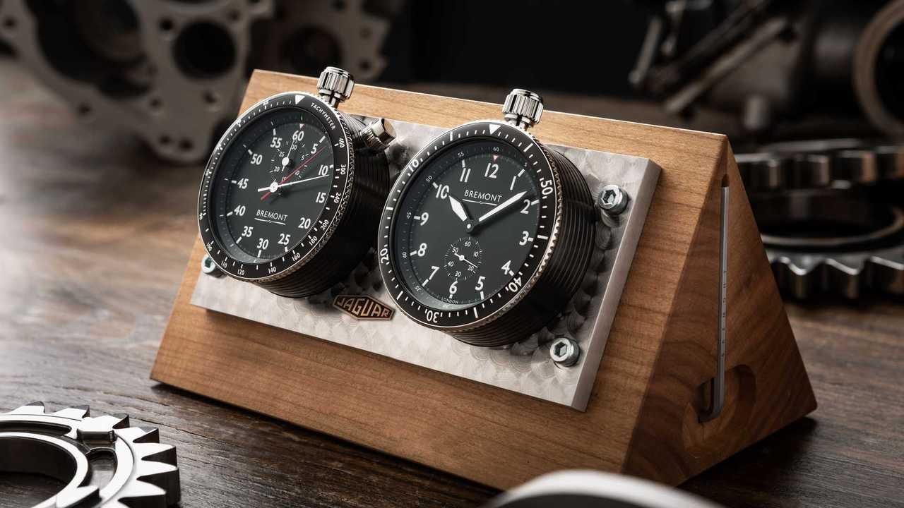 Самому красивому «Ягуару» подарили на юбилей часы и виски