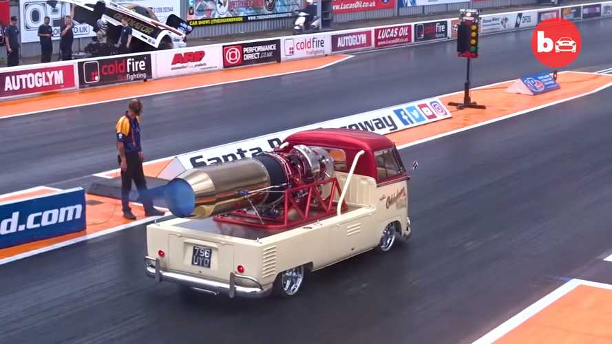 Furgoneta clásica de Volkswagen con motor de avión