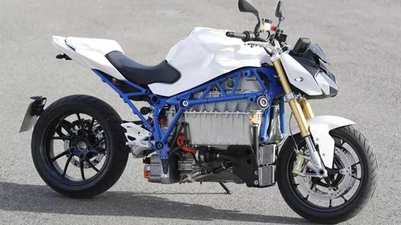 BMW brevetta ricarica wireless per motociclette elettriche