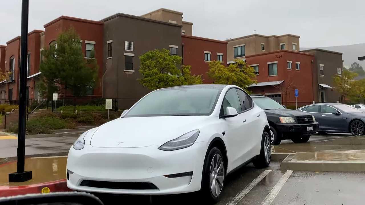 Tesla Model Y ABD Sokaklarında (Kaynak: StevenMConroy)