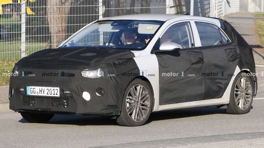 2021 Kia Rio facelift spy photo