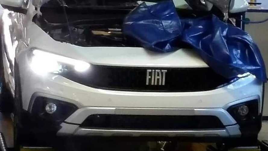 Fiat Tipo restyling, le foto spia della versione Cross
