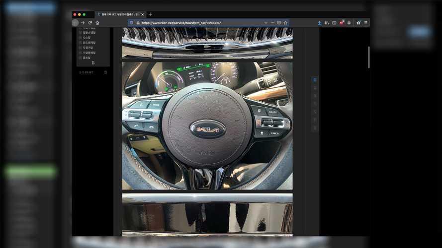 Автомобили Kia уже получили новый логотип