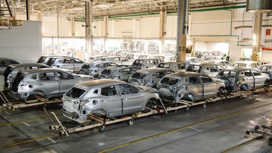 Российский завод Nissan сократит каждого четвертого сотрудника