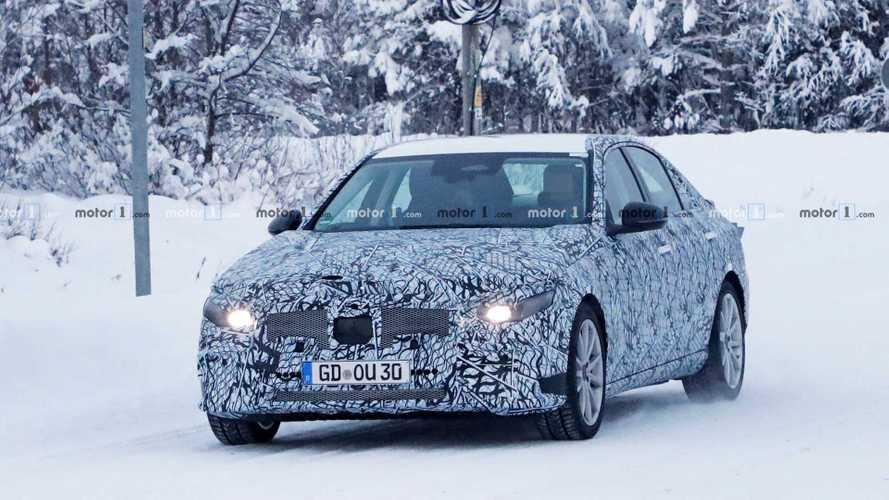 2020 Mercedes-Benz C-Serisi karlar içinde görüntülendi