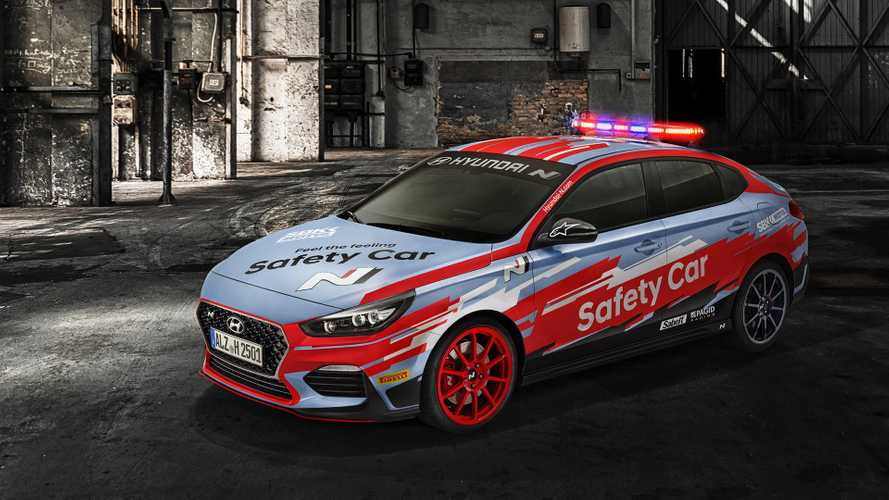 La nuova Hyundai i30 Fastback N debutta in pista come Safety Car