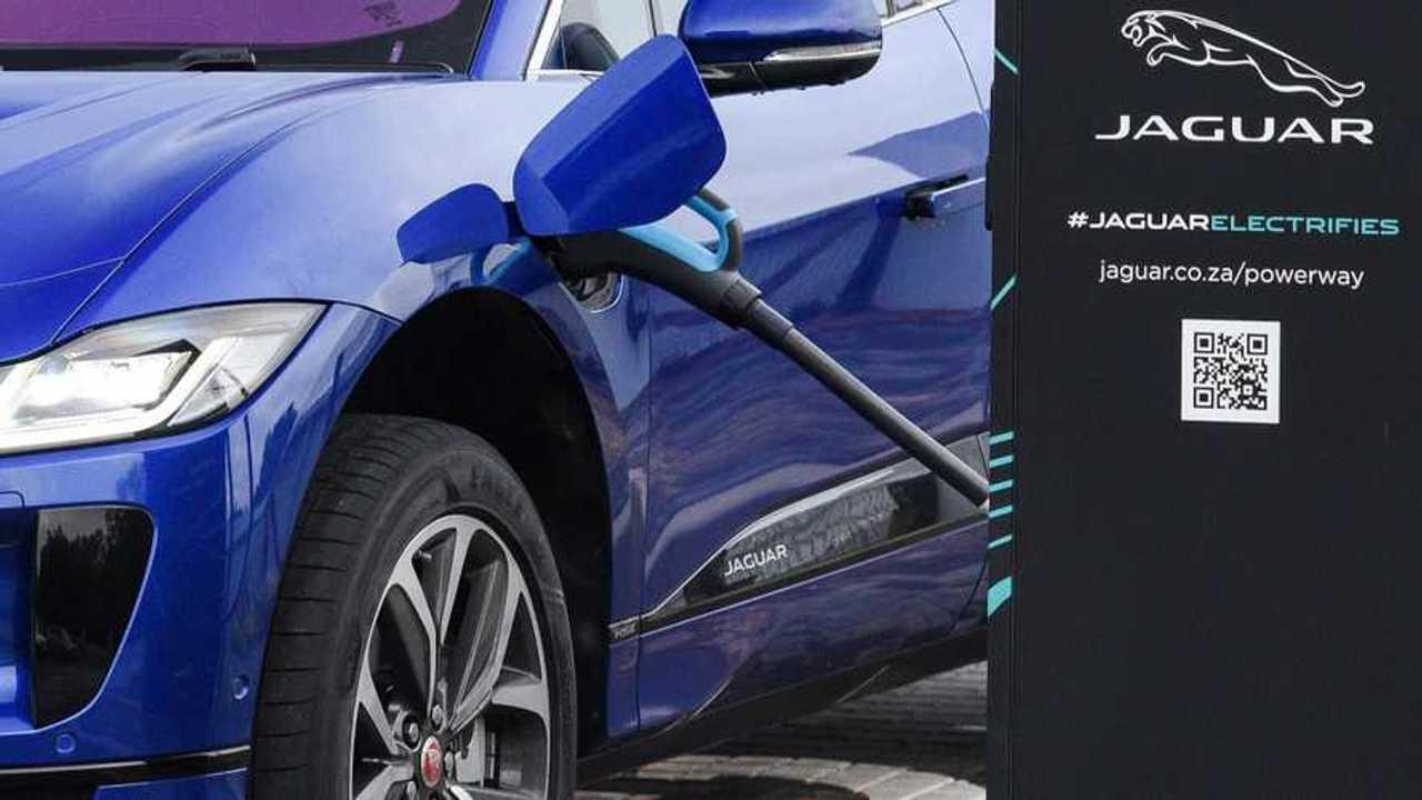 Jaguar F-Type, la nuova generazione sarà elettrica?