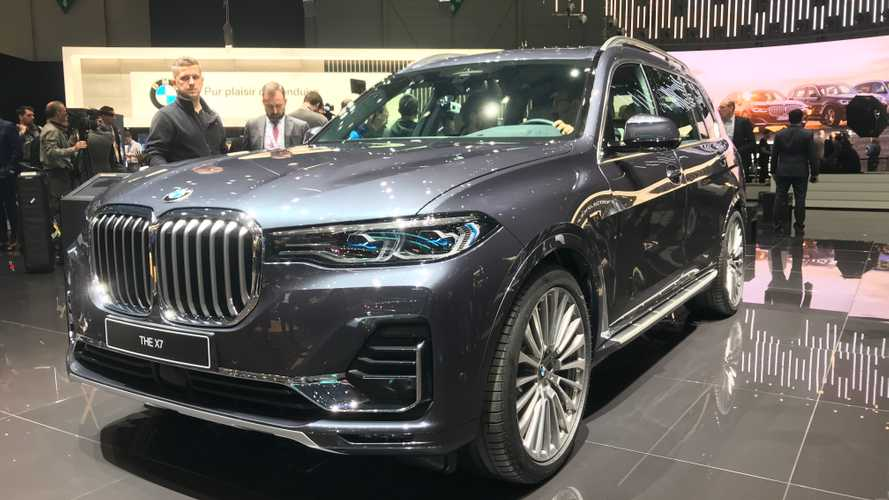 BMW X7, com'è visto dal vivo a Ginevra il mega SUV bavarese